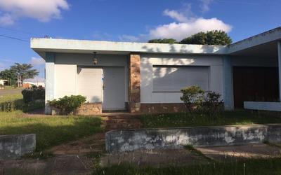 Muy Buena Casa, Cercana Al Centro.