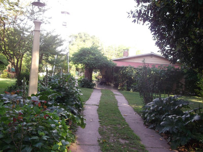 Hermosa Casa Quinta. Pileta/parrilla/jardín/galería.