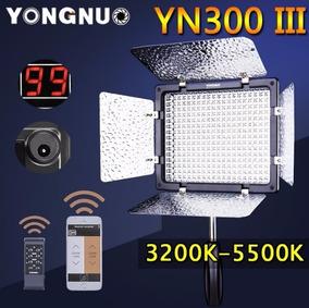 Iluminador De 300 Leds Yongnuo Yn300 Iii Com A Fonte
