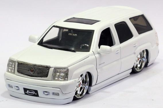 Miniatura Cadillac Escalade 2002 Custom Branco Jada 1/24