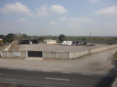 Terreno Con Barda Perimetal Con Oficinas Y Servicios.