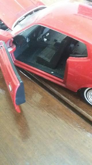Miniatura Ford Mustang - 19 Centrimetros