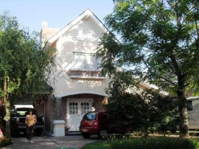 U$d 240.000 - Casa En Venta -