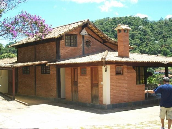 Casa Em Condomínio, 4 Qts., (2 Suítes), Piscina, Currasqueir