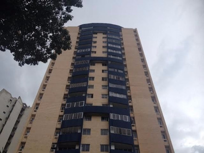 Se Vende Amplio Y Funcional Apartamento En Valle De Camoruco
