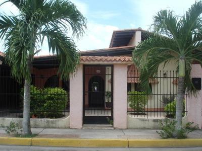 Venta Casa-quinta Conj. Res. Don Juan, Cagua 16-8187 Kg