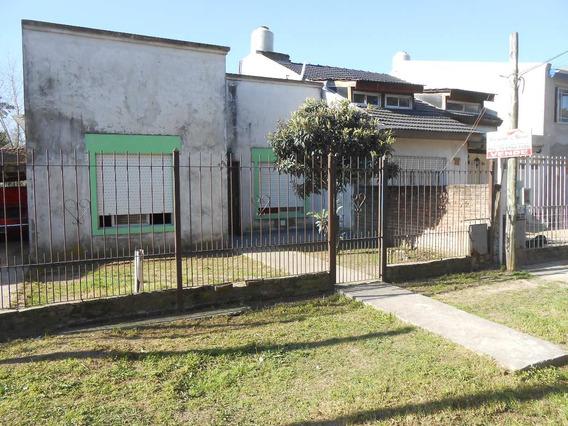 Casa A Media Cuadra Del Asfalto, Con Gas Natural
