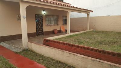 Venta Casa 3 Ambientes A 50 Mts Del Mar Y Centro Comercial.