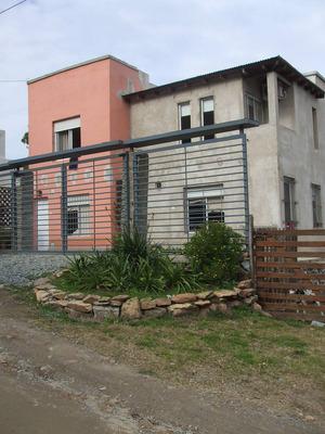 Sobre Calle Los Andes Casa De Dos Plantas Con Salón Aparte