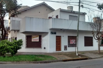 Departamento T/casa En Esquina - Zona Norte De Caseros