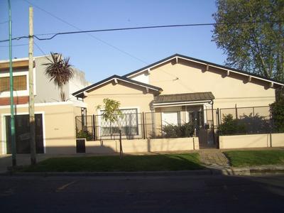 Casa En Alquiler Villa Adelina, 2 Dormitorios. Garaje