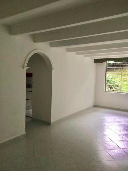 Apartamento De 3 Habitación 2 Baños