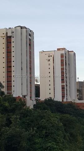 Apartamento En Venta En Caracas Urbanización Las Mesetas De Santa Rosa De Lima Rent A House Tubieninmuebles Mls 20-24715