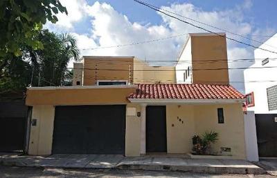 Casa En Venta En Arboledas Con Jardín, Palapa Y Alberca Climatizada.