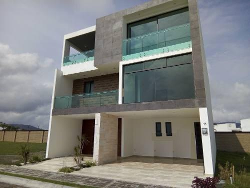Se Vende Residencia En Lomas De Angelopolis.