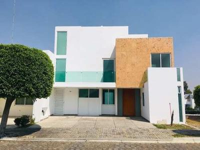 Casa En Renta En Lomas De Angelópolis