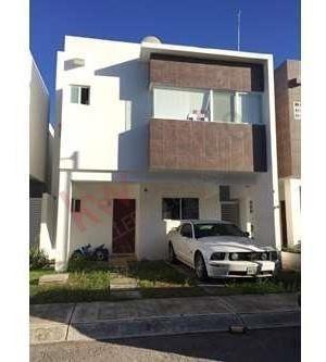 Casa En Venta En Fraccionamiento Los Olivos Playa Del Carmen