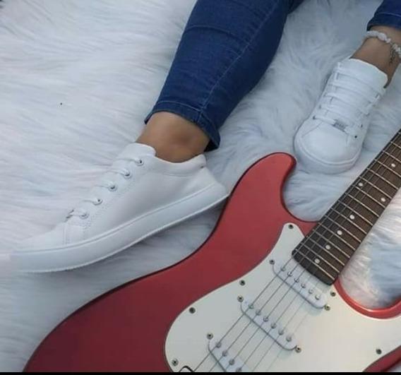 Zapatillas Mujer: Ecocuero Blancas Y De 3 Tiras, Urbanas.