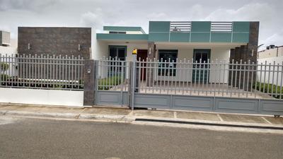 Casa En Venta Con Piscina En Gurabo En Santiago En Rd
