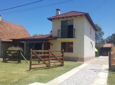 Hermosa Casa A Estrenar De Dos Plantas En Playa Grande!