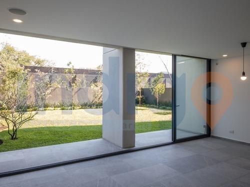 Departamento Nuevo En Renta En Alegra Towers En Pb Con Gran Jardín Privado