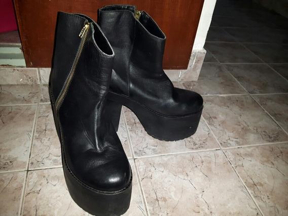 Botas Negras, Caña Media.