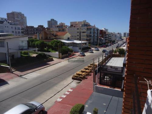 Apartamento En Peninsula Muy Bien Ubicado Cerca Playa Emir- Ref: 5224