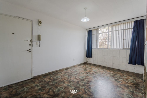 Alquiler En Villa Española De 2 Dormitorio