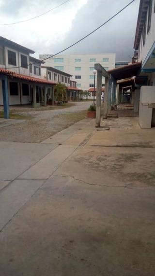Town House En El Pueblo De Tucacas Estado Falcón