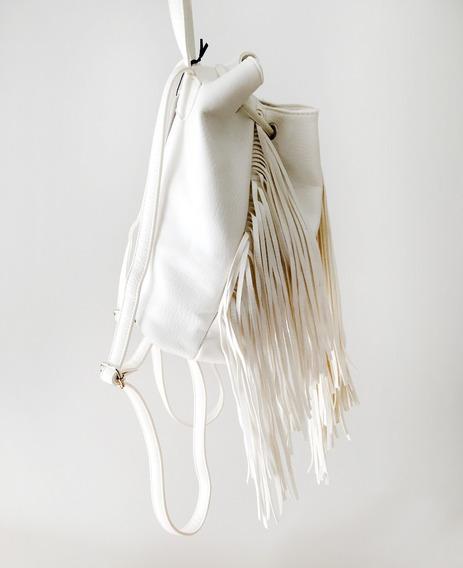 Mochila Blanca Con Flecos Y Cierre Eco Cuero