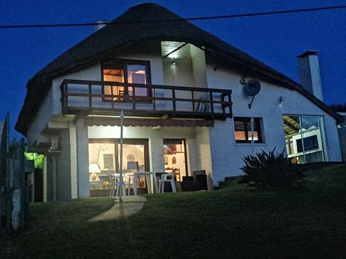 Alquilo Casa Punta Colorada