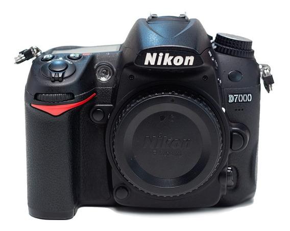 Nikon D7000: Corpo + Bateria + Carregador + Alça