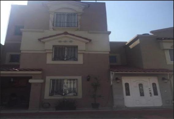 Remate Casa De 3 Recamaras En Urbi Balboa Montecarlo