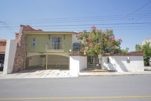 Bonita Casa Con Paneles Solares Y 3 Terrazas