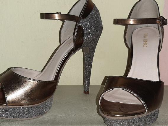 Elegantes Sandalias Stilettos Con Brillo Via Uno