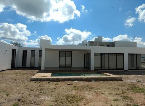 Casa En Venta,1 Planta,amplio Terreno,privada Botanico,conkal,mérida,yucatán