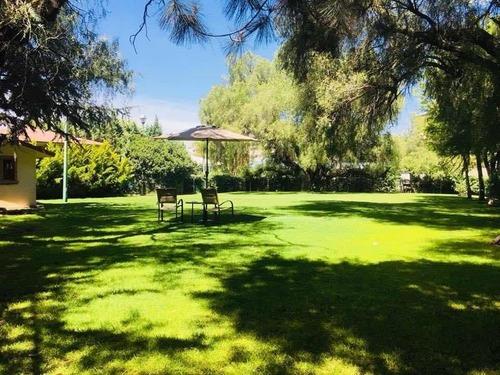 Amplia Residencia Con Enorme Jardín Privada Céntrica