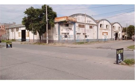 Galpón + Casa De 3 Dor. En B° Santa Rita 1996 M2