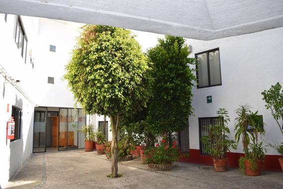 Casa Amplia Con Estacionamiento En Dos Pisos