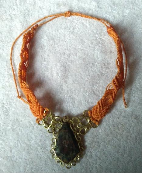 Collar De Jade, Arenut, Gargantilla