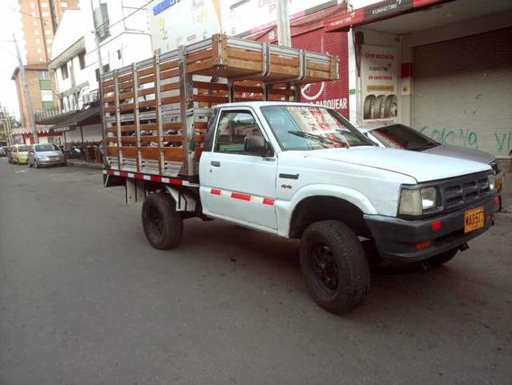 Mazda B2600 Estacas