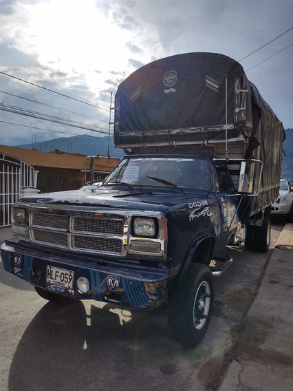 Camión Dodge 300 Estacas