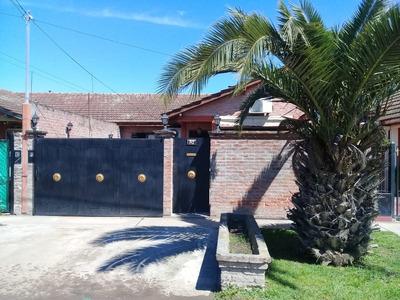 Casa En Barrio Coprovi - Excelente Estado - Con Parque