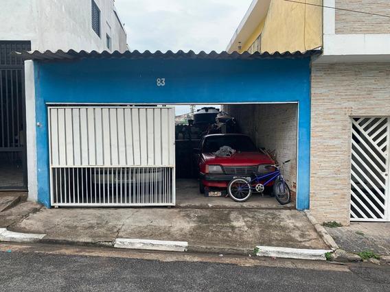 Casa Com Frente Para Duas Ruas Ótima Localização.