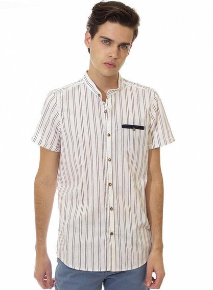 Camisa Rayada Blanca Con Manga Corta