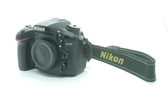 Câmera Nikon D7100 + Lente35mm1.8g + Lente18-105mm3.5 + Grip