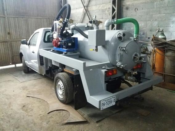 Toyota Hilux Y Tanque Séptico De Desazolve Y Bomba De Vacío