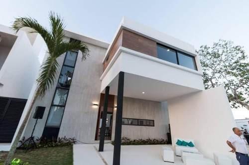 Casa Residencial Venta De 3 Recamaras En Playa Del Carmen