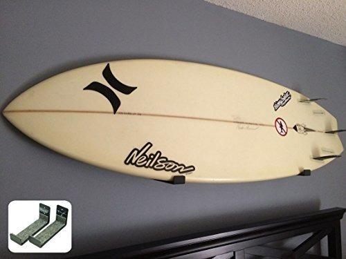 Rack De Surf Desnudo Con Tabla De Surf Minimalista Mostrador