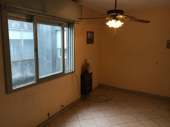 Departamento Un Dormitorio Venta. Escaleras. En Rosario